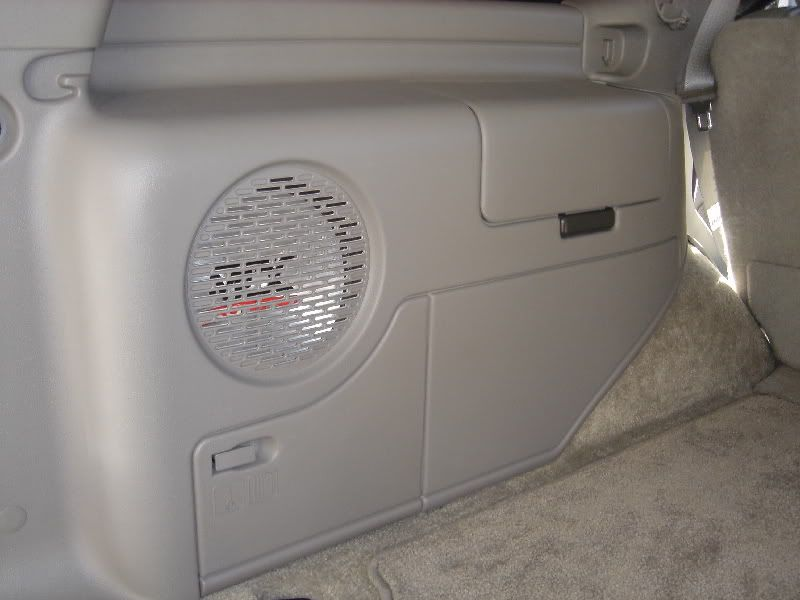 put up your speaker box pix and custom install pix up page 3 chevy tahoe forum gmc yukon. Black Bedroom Furniture Sets. Home Design Ideas