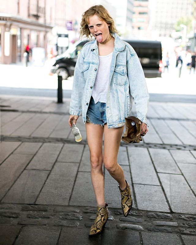 whatAfriday! Hanne knows how to live #whatAstreet @thecomplainers #hannegabyodiele #model #outof #tommyhilfiger #detail #accessories #fashion #moda #streetstyle #newyork #fashionweek #nyfw #thecomplainers #adrianocisani