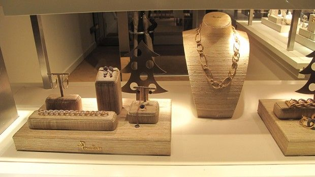 How to display jewellery in a shop google search for Jewelry store window displays