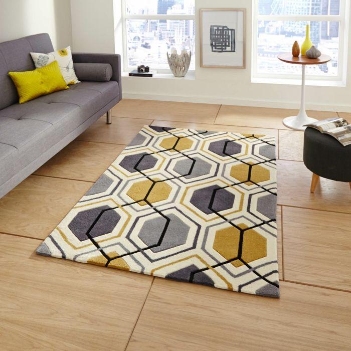 salon gris et jaune, tapis géométrique en gris, jaune et blanc, sofa ...