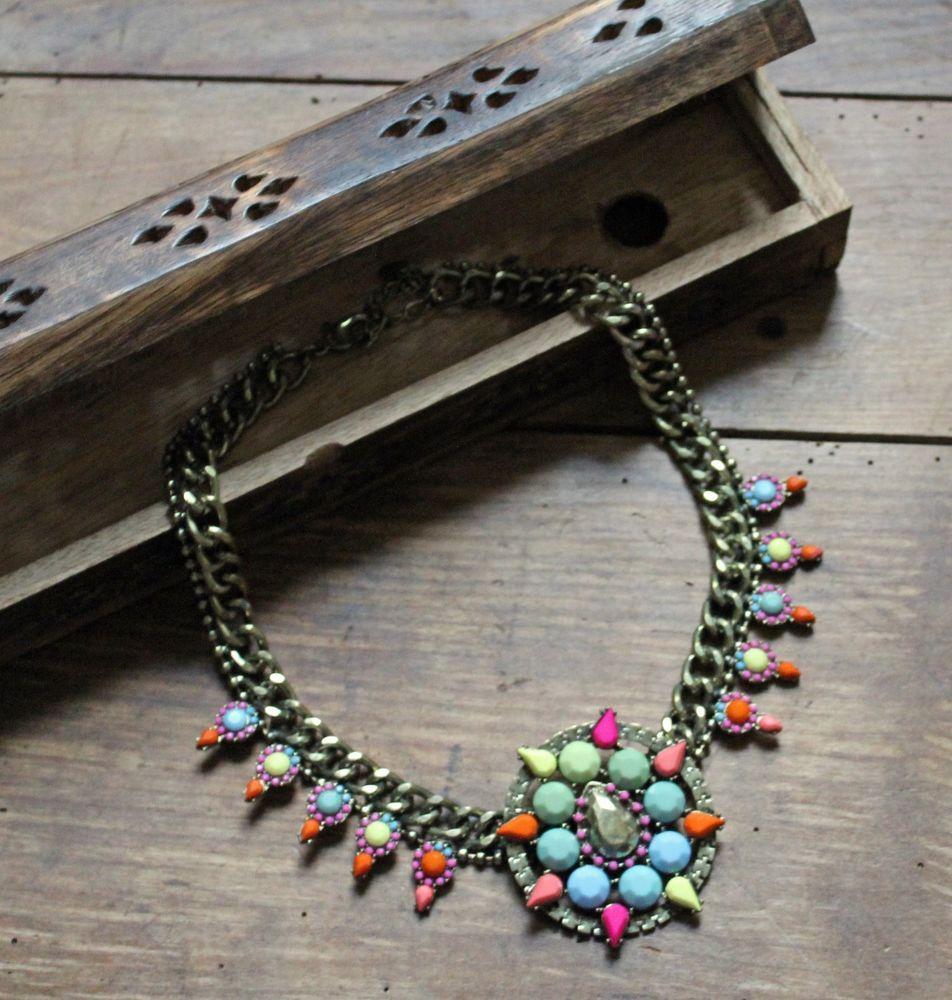 Plastron/Collier fantaisie Ethnique multicolore. Un look séduisant assuré !
