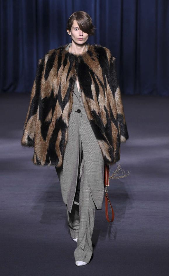 dc8c603d6084 Givenchy Faux Fur. Pellicce Ecologiche