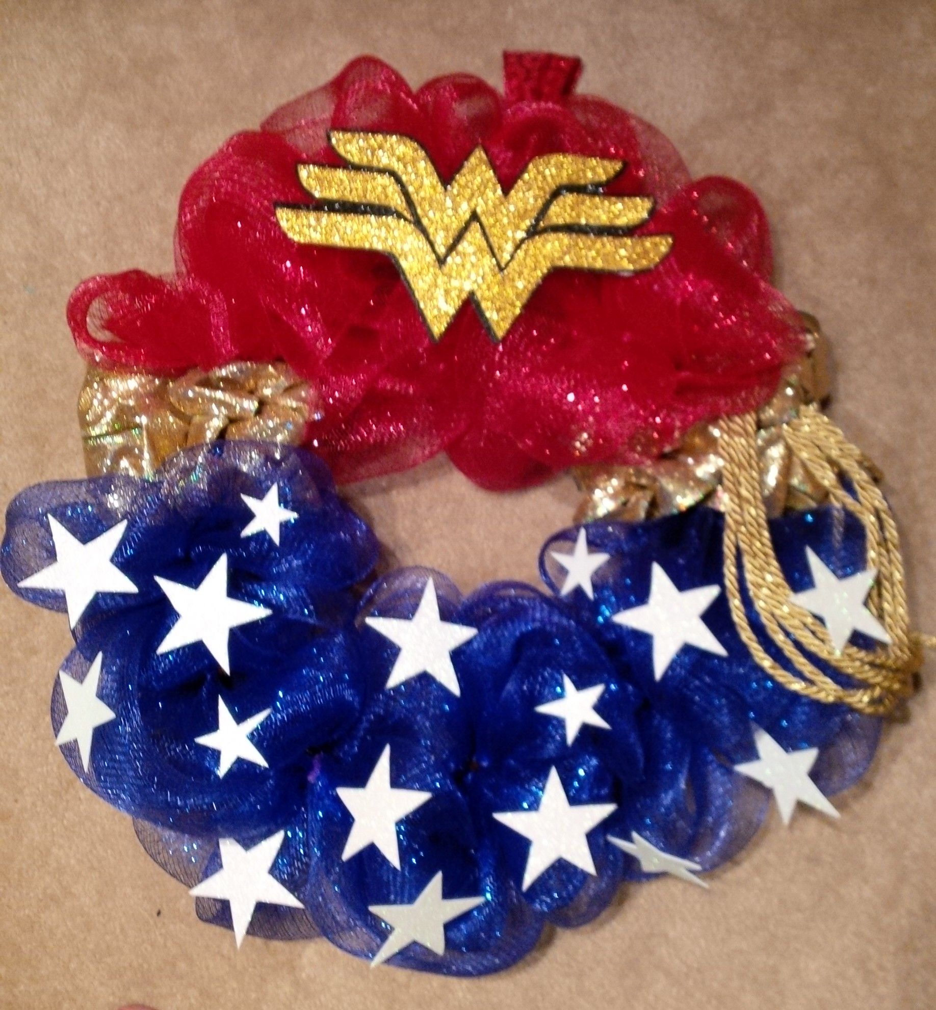 Wonder woman mesh wreath added foam stars and logo i am for Puerta wonder woman