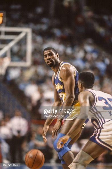 Fotografia de notícias : Magic Johnson of the Los Angeles Lakers looks to...