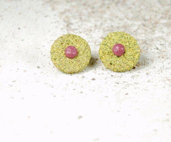 Yellow button earrings. Wooden earrings with by Fantasiedisabbia, €10.50