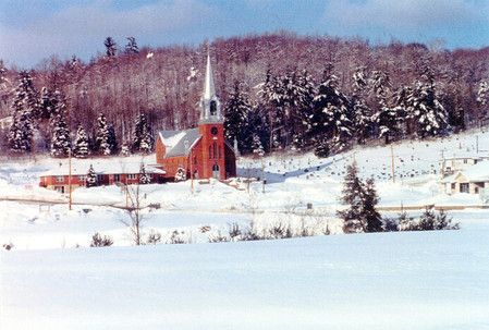 Église de Perkins/Église Saint-Antoine-de-Padoue, dans la blancheur de l'hiver
