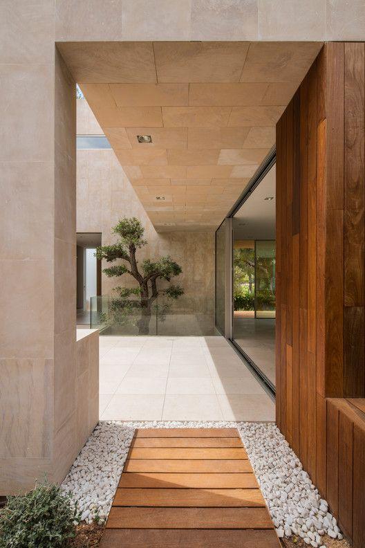 Photo of Gallery of M3 House / OLARQ Osvaldo Luppi Architects  – 10