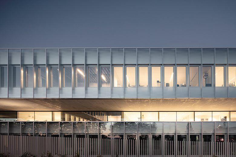 Chambre De Metiers Et De L Artisanat Hauts De France Picture Gallery In 2020 Architecture Facade Architecture Glass Facades