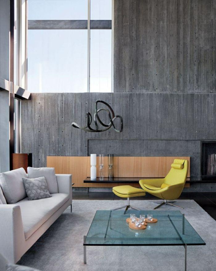 Schne Wohnideen Wohnzimmer Betonwand Glserner Couchtisch Hellgrauer Teppich