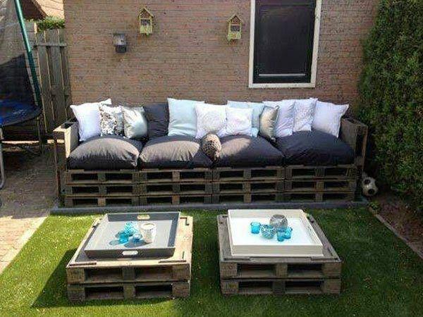 faire un salon de jardin en palette grand canap jardin en palette et palette. Black Bedroom Furniture Sets. Home Design Ideas