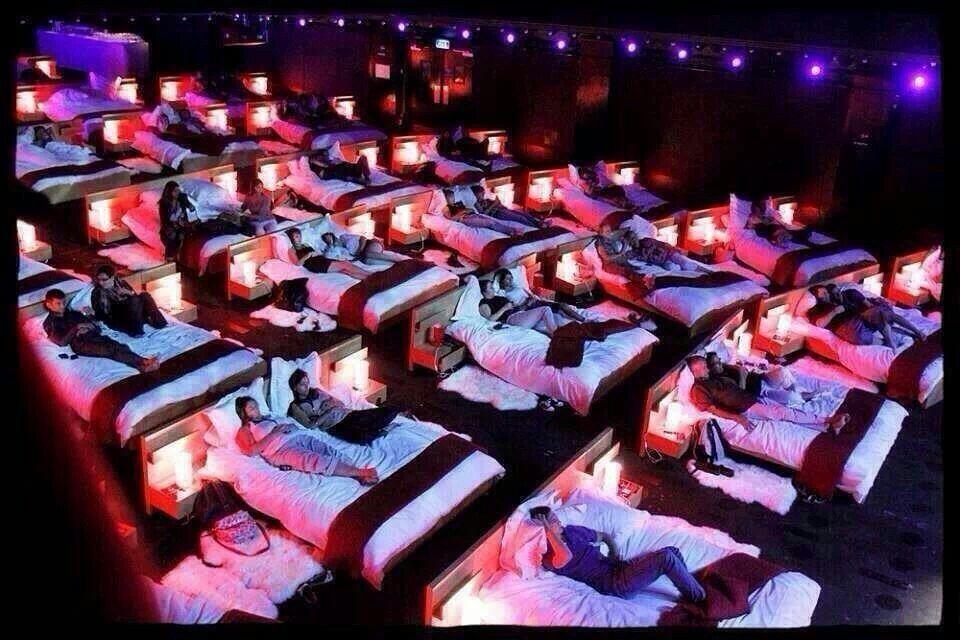 Voor Andrea, neem je eigen beddengoed mee! Cinema in Athens, Greece