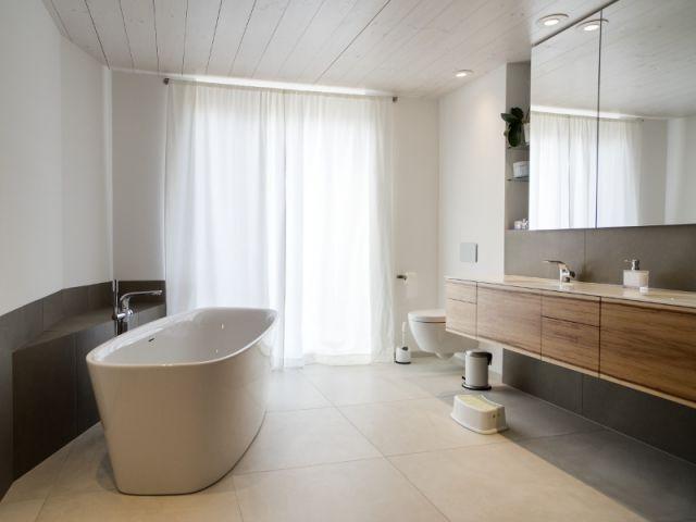 Du bois dans la salle de bains  dix déco réussies