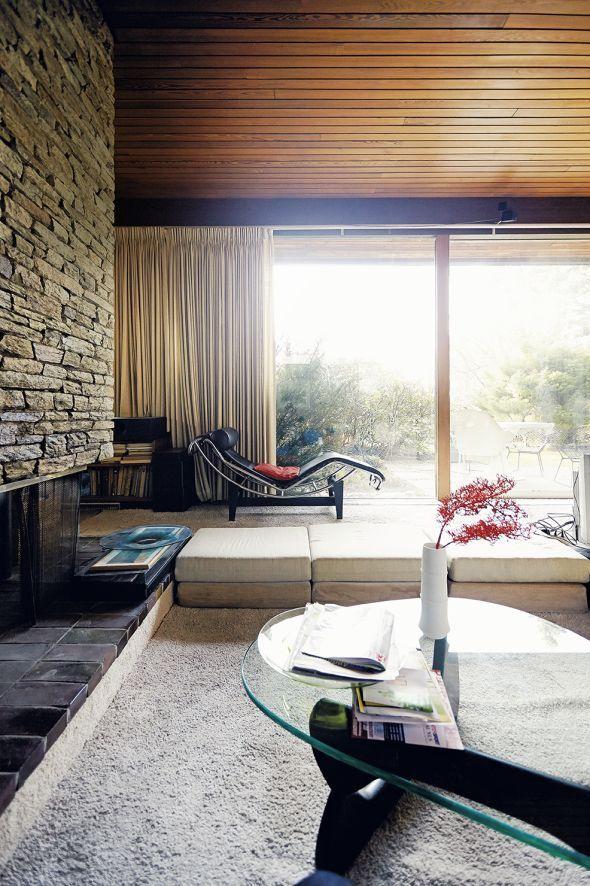 Das Wohnzimmer mit ausgefallenen Vorhängen