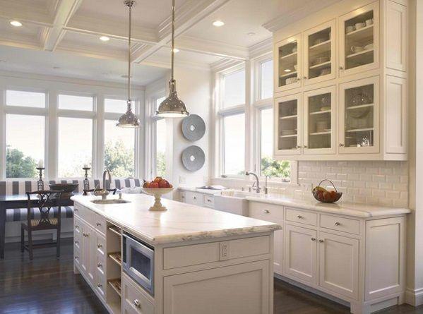 Immer Wenn Wir Küchen Im Landhausstil Präsentieren, Stellen Wir Uns Diese  Gusseiserne Spüle Mit Den Beiden Abtropfflächen..Traditionelle Weiße  Landhausküche