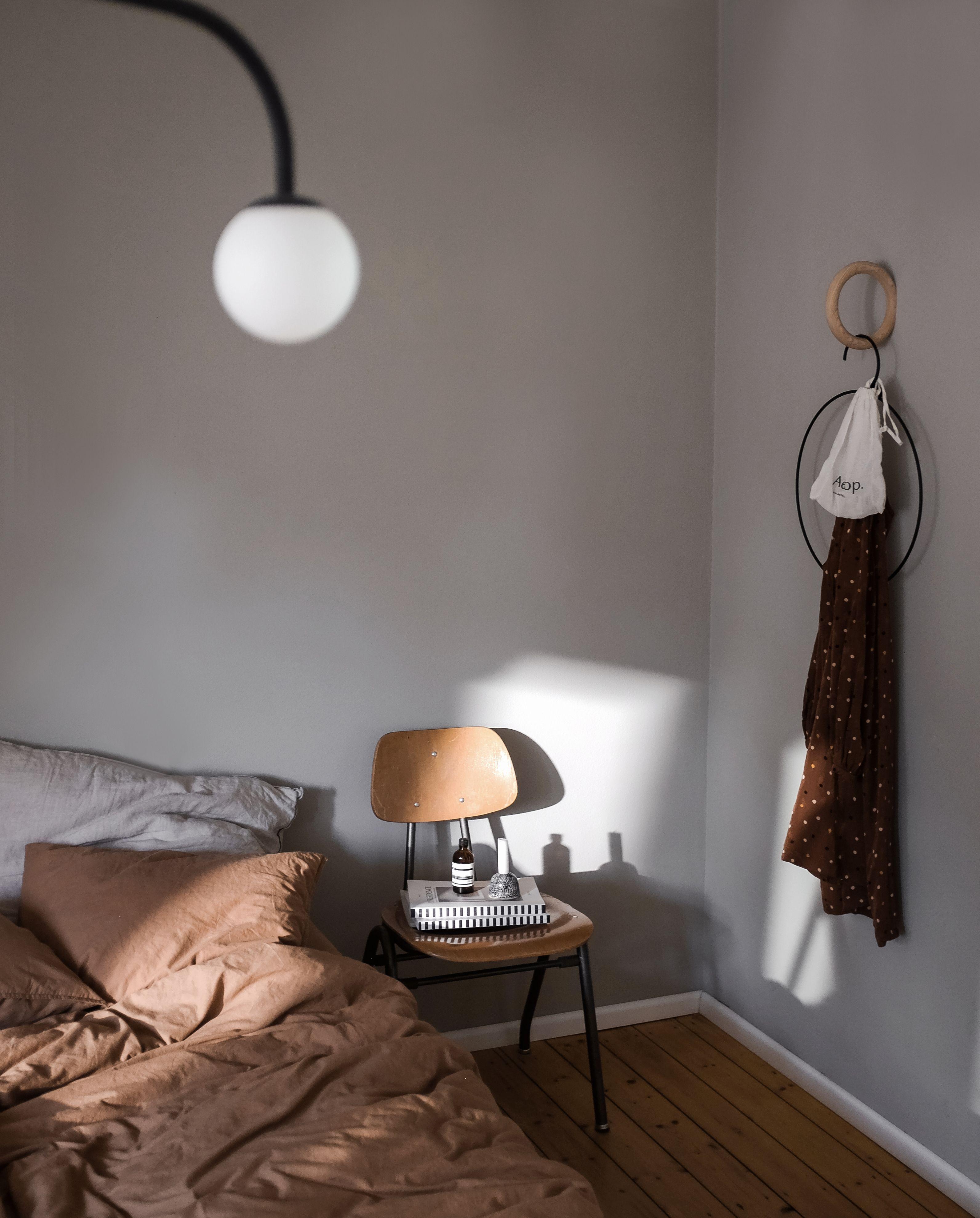Wandfarben Taupe: Wandfarbe Greige In Swantjes Schlafzimmer Von Www.kolorat