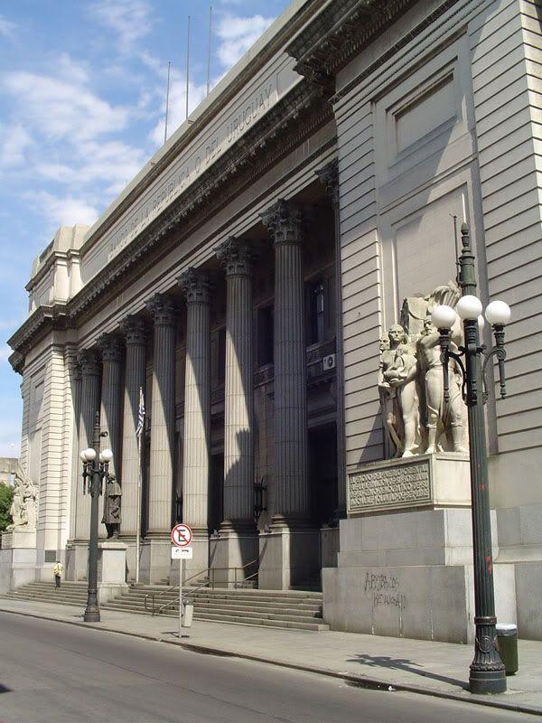 Banco De La Republica Sede Central En La Calle Cerrito Ciudad