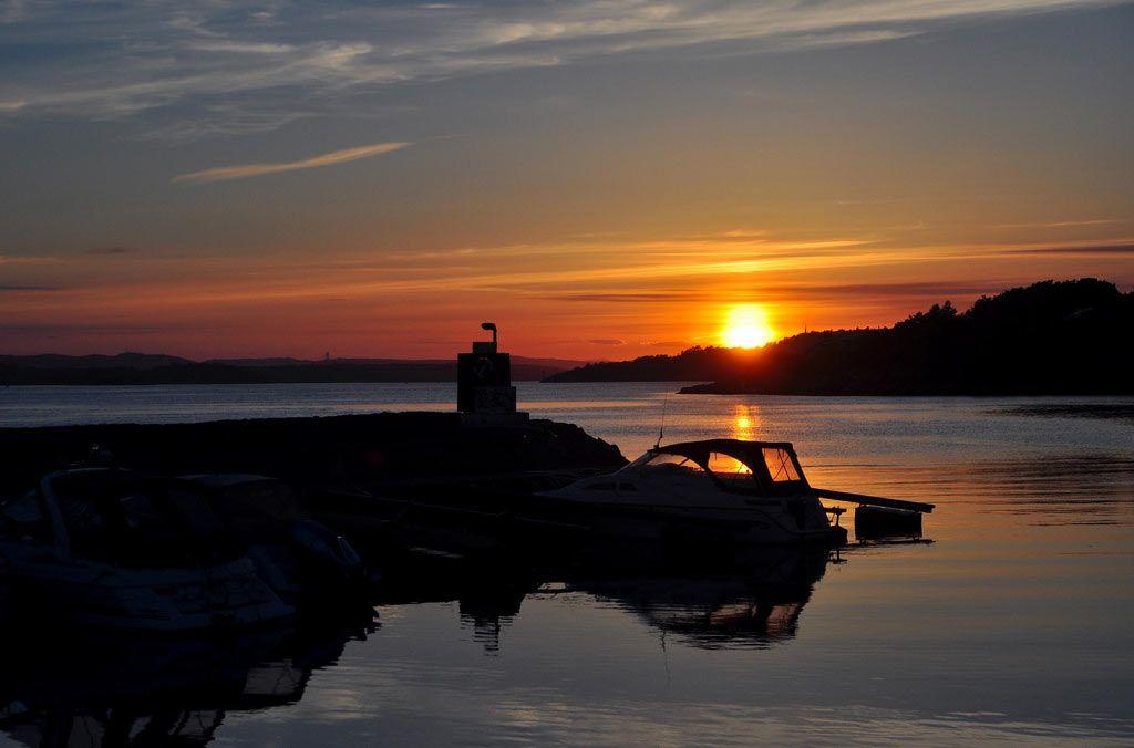 Sunset in the marina._愤怒的小鸟 - 美丽鸟