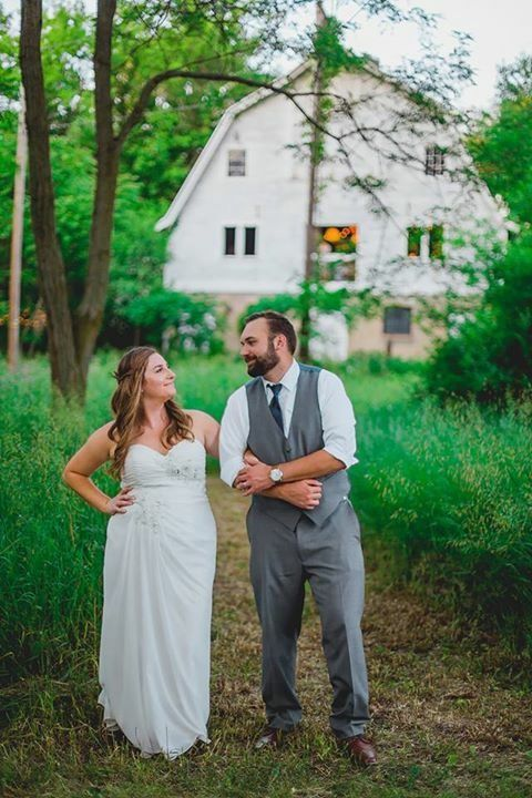 Blue dress barn. #barnwedding Michigan barn. Chicago Grand Rapids Detroit  amy straka photography