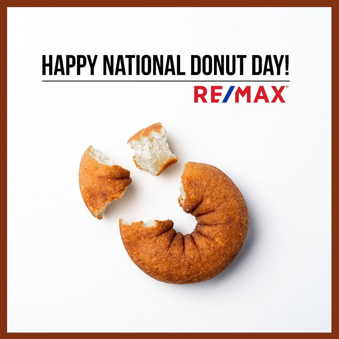 Check out our private Real Estate Mastermind with 18,600+ agents! Click the photo for more info :) What's your favorite kind of donut? 🍩 ______________________________________ #realestate #realestatephoto #realestatemarket #realestateblog #remax #remaxagent #remaxrealtor #realestateexpert #remaxlife #iloverealestate #sellinghomes #realtorlife #movewithgary #realtorsofinstagram #massachusetts #realestateteam #makingtherightmove #realestatememes #buyinghomes #homesellingjourney #realtorhustle #sp