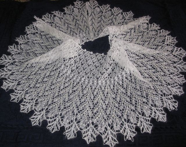 Ravelry $7.50 Christmas Stars Shawlette pattern by Alla Omelyanets ...