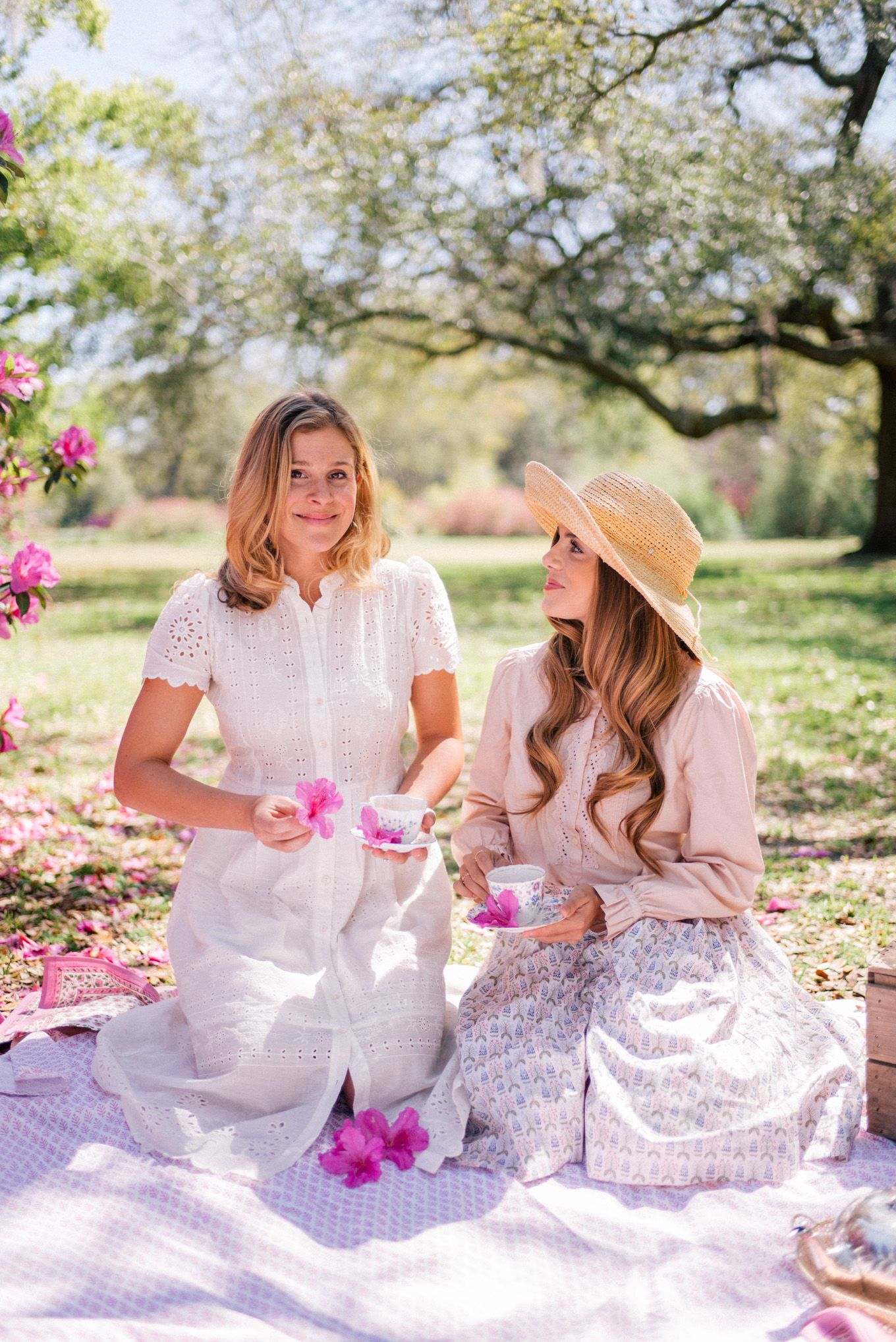 Azalea Tea Party Picnic Julia Berolzheimer Tea Party Outfits Gal Meets Glam Outdoor Party Outfits [ 2036 x 1360 Pixel ]