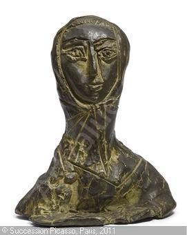 Picasso. Statuette de femme en fichu.