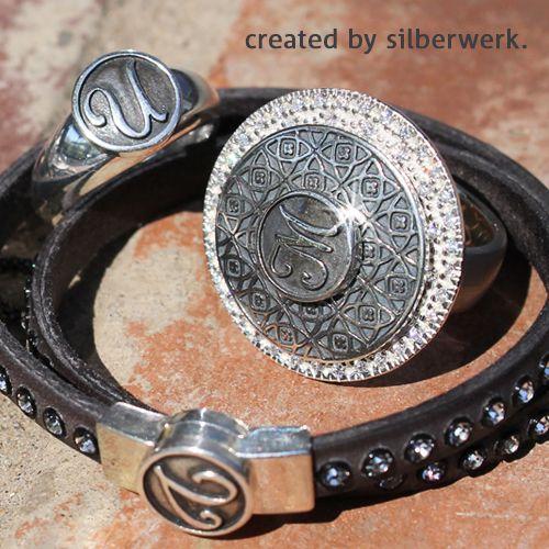"""""""LETTERS"""" sagen manchmal mehr als tausend Worte ;-)   Die Buchstabentops der Frühjahrskollektion lassen sich mit allen RING DING Schmuckstücken kombinieren: Armbändern, Ringen und Anhängern ...   https://www.silberwerk.de/katalog/136-buchstabentops     https://www.silberwerk.de/ringding/3231219-basis-armband-ring-ding-one-top-6mm-mit-zirkonia     https://www.silberwerk.de/ringding/2490513-scheibe-lavida-andaluz-21mm-wendescheibe/combination"""