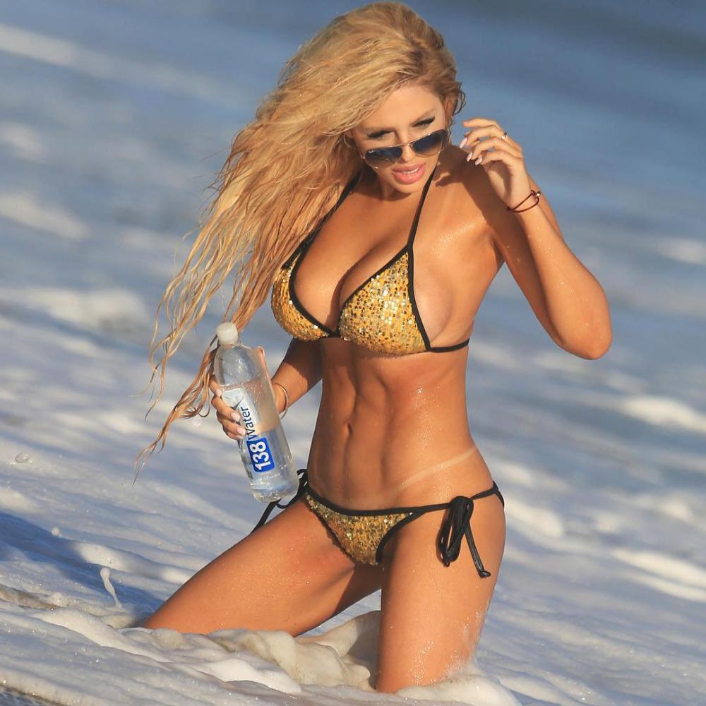 models Bikini snocross