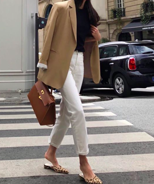 How to wear white jeans for Fall - TrendSurvivor