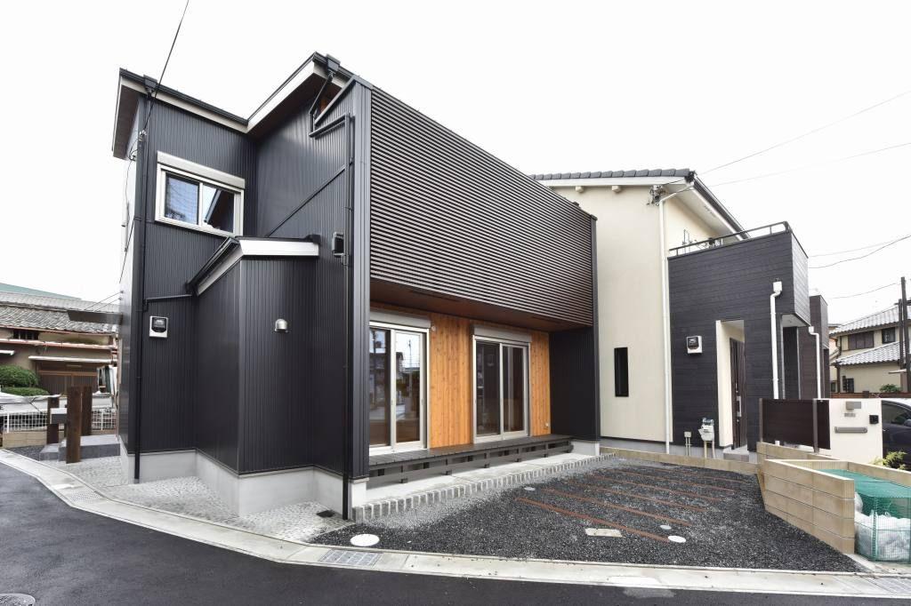 赤いドアの和モダンのお家 新築一戸建て 完成写真集 兵庫 基住