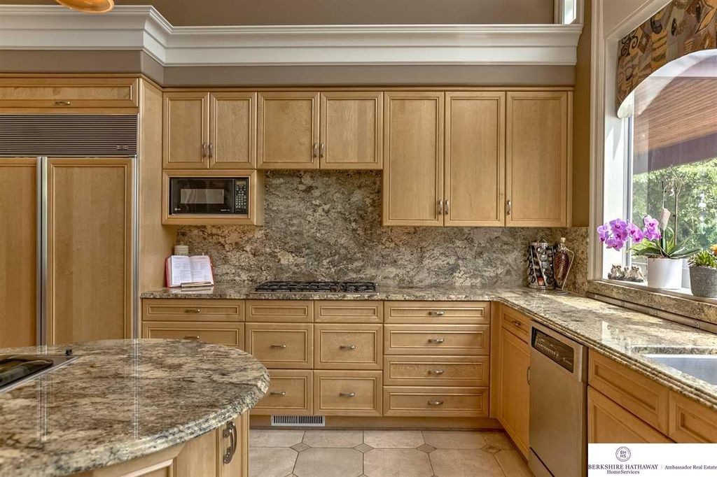Contemporary Kitchen With Crown Molding Ms International Azurite