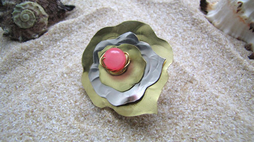 Irofili Handmade ring in a flower shape made of copper and arzanto with a pink glass bead in the centre of the flower.