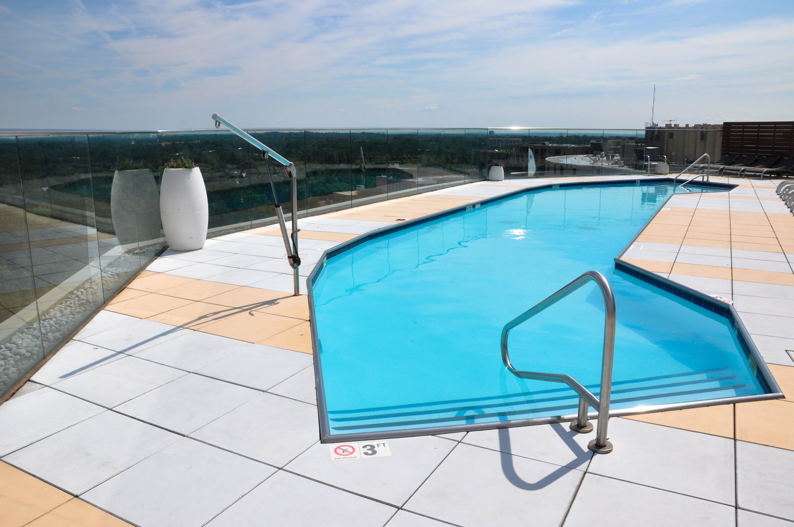 The Point At Silver Spring Apartments Md Resort Style Rooftop Pool Ow Ly Zrqyx Rooftop Pool Apartmentbuilding Newapartmen Rooftop Pool Resort Style Pool