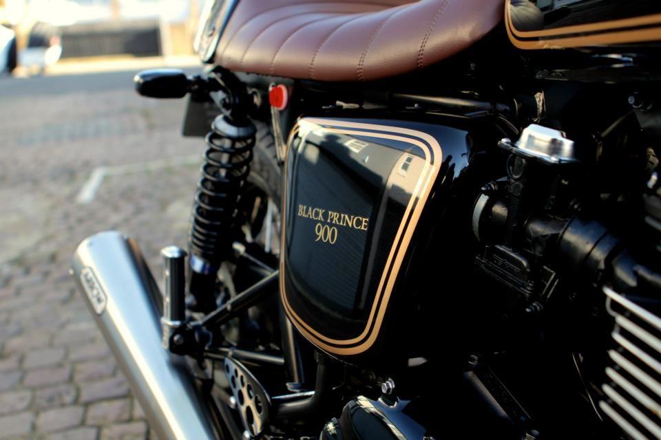 Motographite TRIUMPH THRUXTON THE BLACK PRINCE Triumph - Classic motorcycle custom stickers