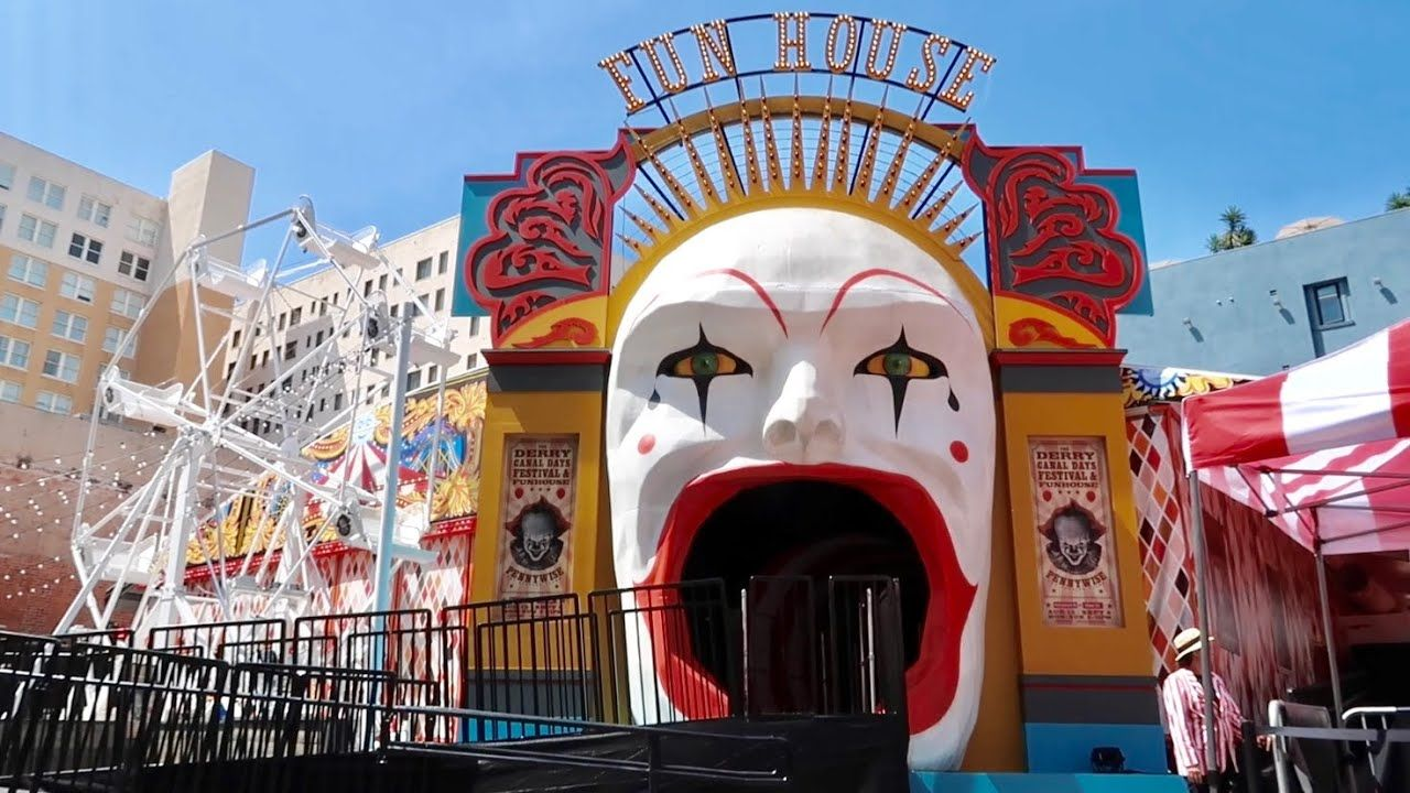 It Chapter 2 Experience Haunted House Carnival Walk Thru Hollywood Pennywise Pop Up Attraction Youtube Haunted House Attractions Haunted House Carnival