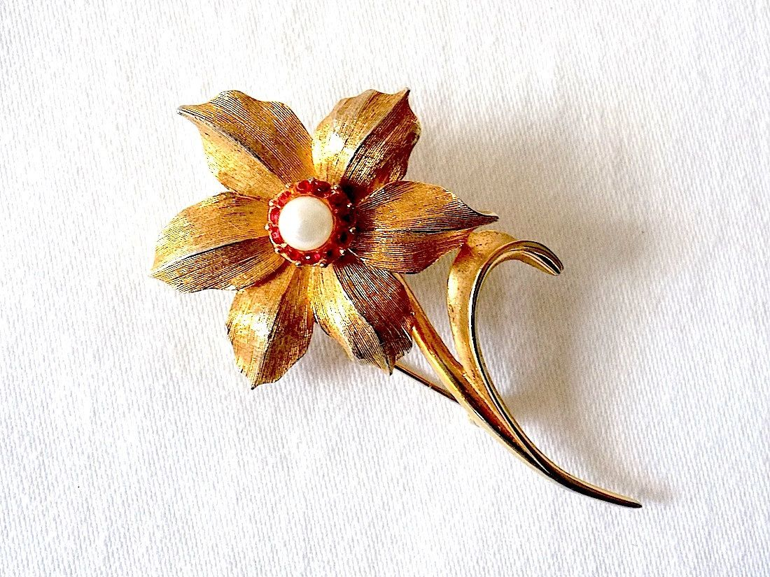 Boucher Narcissus Brooch for December Flower of the Month