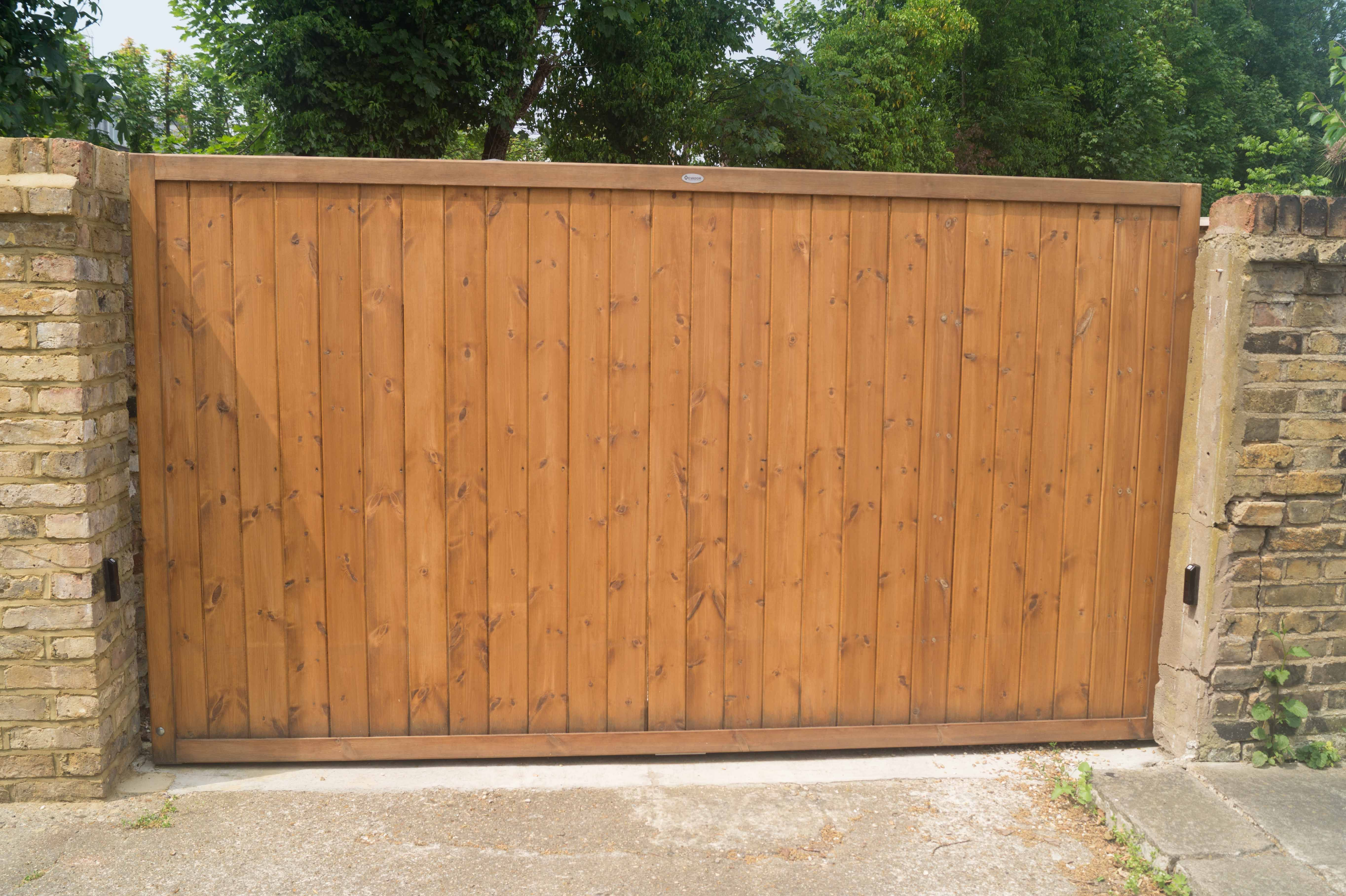 Simple Flat Top Sliding Gate Design With Automation Constructed Using Slow Grown Redwood Pine With A Medium Oak S Wood Fence Design Fence Design Sliding Gate