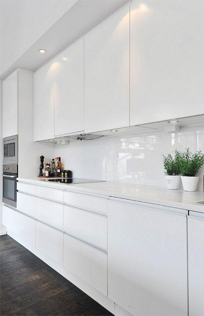 70 Admirable White Kitchen Cabinet Design Ideas Kitchen Kitchencabinets Kitchendesignideas White Kitchen Interior White Kitchen Decor White Modern Kitchen