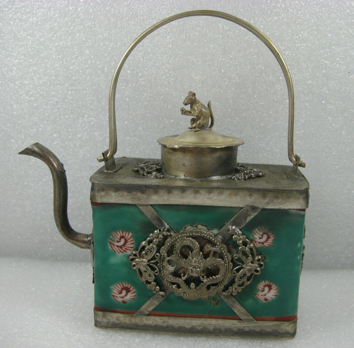 Chinese porcelainvintage teapot with fengshui animals