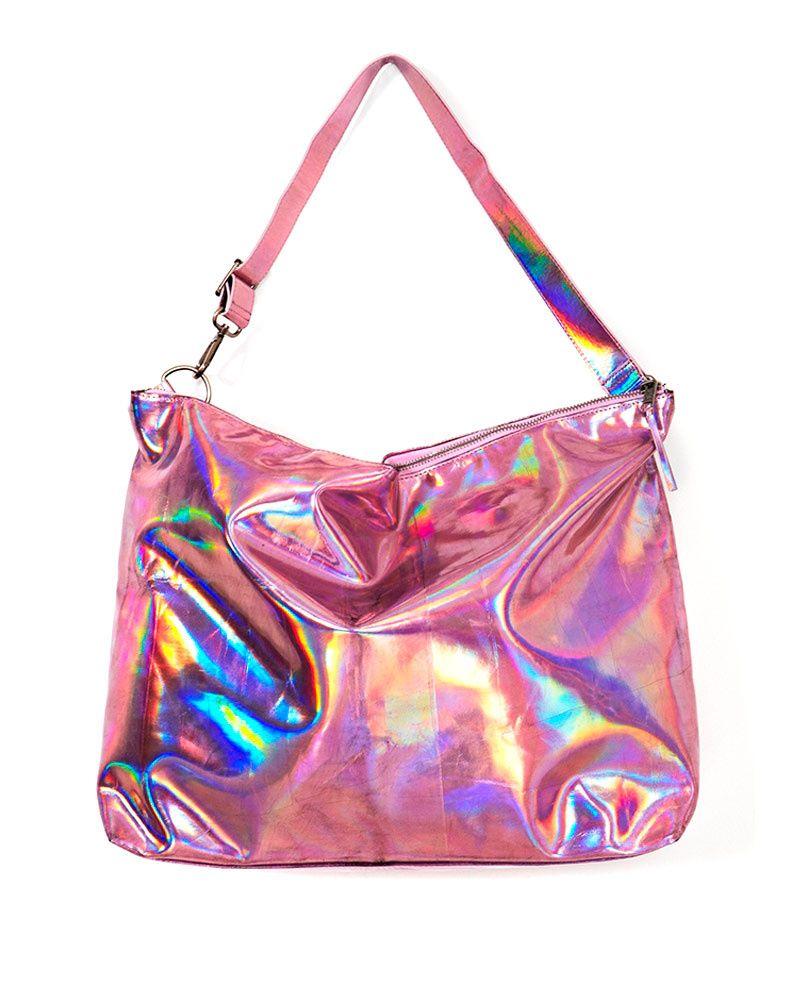Toques eléctricos: los metálicos se apoderan del outfit veraniego Tote en rosa eléctrico, NastyGal http://www.glamour.mx/moda/shopping/articulos/tendencia-verano-prendas-metalicas/1539