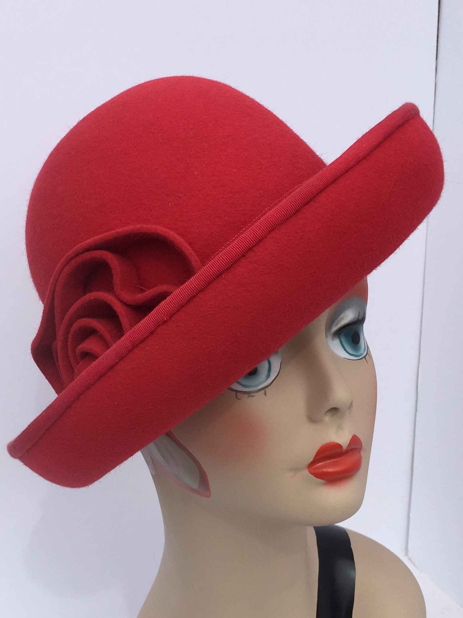 Cloche hatmillinery 1930s red velours felt hand made