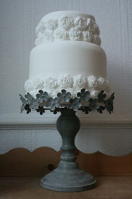 Simple #white cake with #rosettes