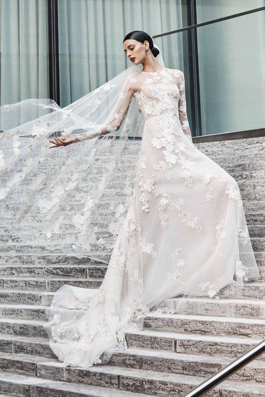 eda3e557c096 Naeem Khan Bridal Fall 2019 collection, runway looks, beauty, models, and  reviews.