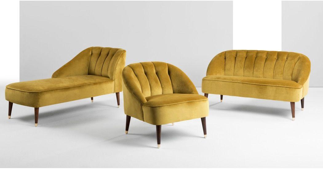 Margot 2 Sitzer Sofa Samt In Antikgold Made Com Goldenes Sofa Antik Sofa Luxusstuhle