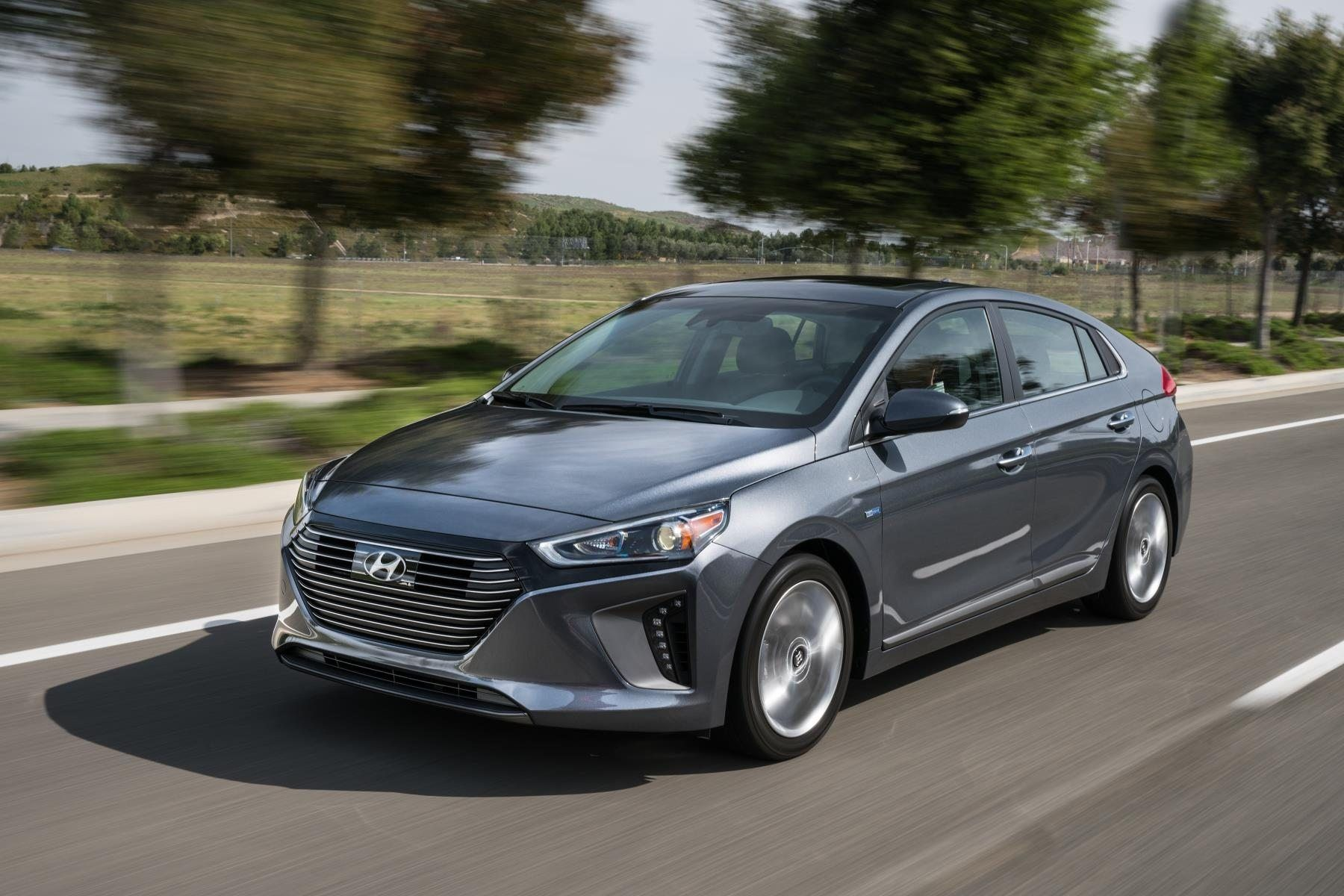 2017 Hyundai Ioniq Hybrid And Electric Models Soon To Be Available Exterior Hybrid Car Hyundai Cars Fuel Efficient Cars