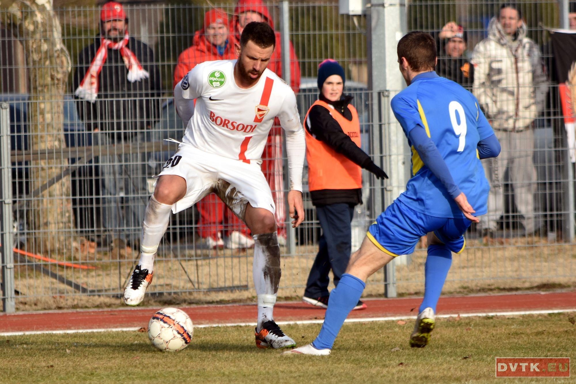 Busai Attila első tétmeccsét játszotta a DVTKban a Cegléd