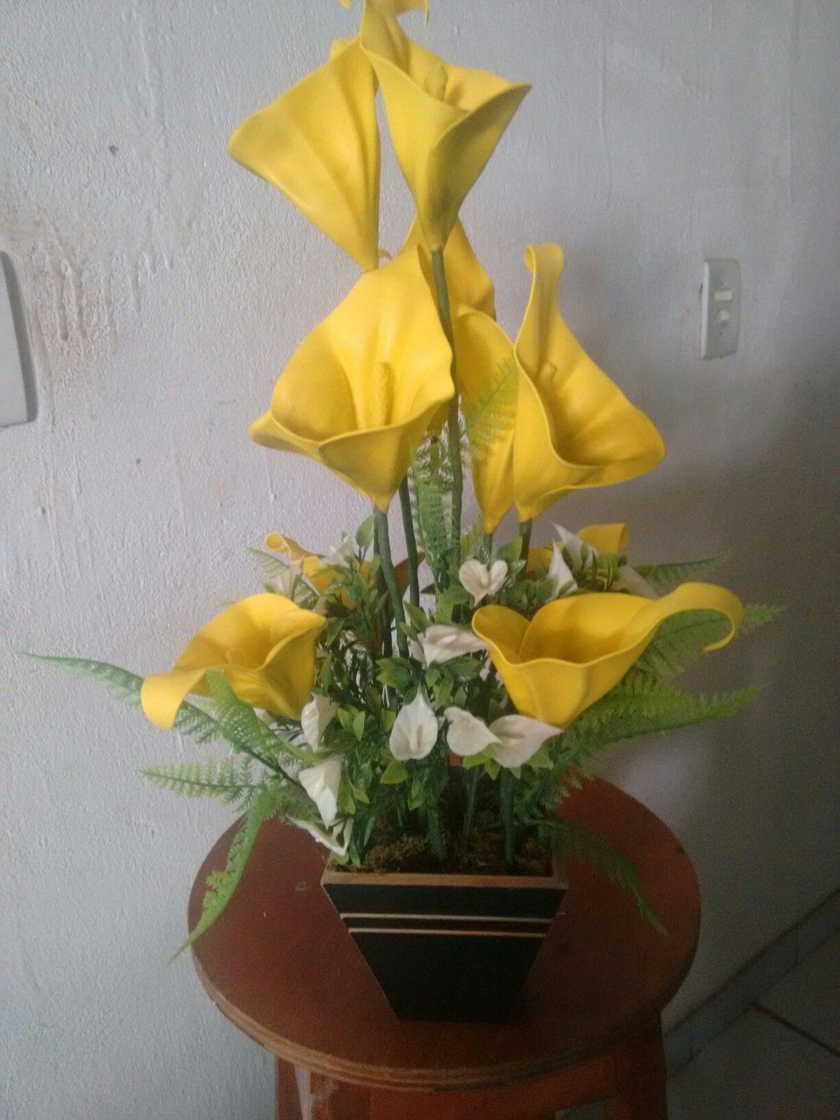 Copo De Leite Amarelo Flores Em Eva Flores E Garrafas De Vinho