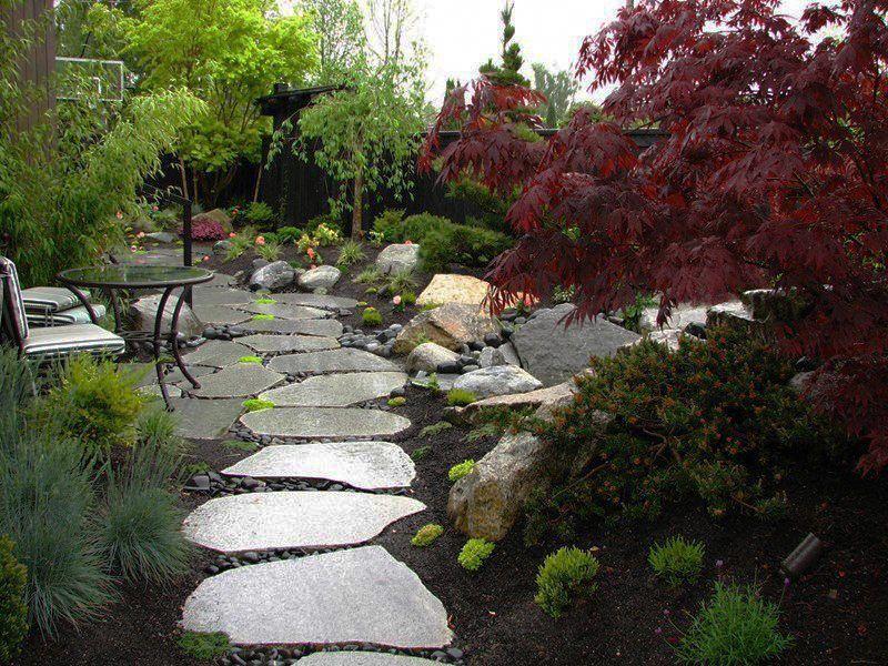 Stepping Stones Bluestone Suppliers Melbourne Sydney Brisbane Japanesegardendesignstones With Images Japanese Garden Design Sloped Garden Small Garden Design