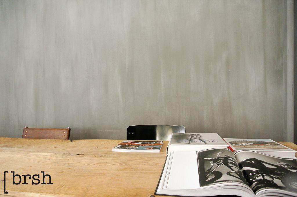 Kalkverf Utrecht | Kalkverf van Pure and Original in de kleur Elephant Skin. Deze wandafwerking combineert prachtig met het eikenblad. Voor meer info kijk op http://brsh.nl/portfolio_page/kalkverf-utrecht/