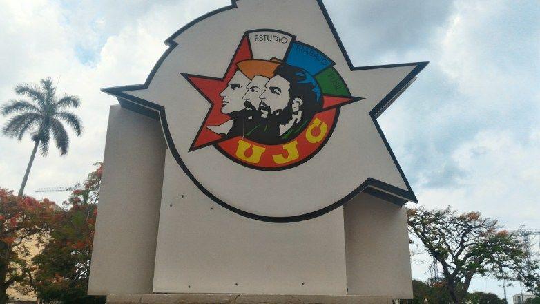 Quando si pensa a Cuba la prima cosa che viene in mente sono i colori delle case, le auto americane anni '50, i sigari, il Rum...